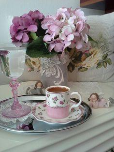 Good Morning Coffee, Coffee Time, Tea Time, Coffee Club, Coffee Art, Coffee Flower, Tea And Books, Coffee Pictures, Coffee Corner