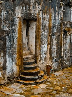 Ouro Preto Old Windows, Windows And Doors, Morrocan Doors, Brazil Travel, Knobs And Knockers, Antique Doors, Stairway To Heaven, Find Hotels, Abandoned Places
