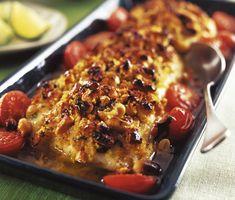 God och lättlagad favoritmiddag med torsk, grovhackade cashewnötter, körsbärstomater och het smak av sambal oelek. Till chilifisken serverar du kokt ris och en fräsch sallad.