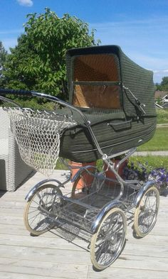 Silver Cross Prams, Bring Up A Child, Vintage Pram, Prams And Pushchairs, Dolls Prams, Baby Buggy, Baby Prams, Baby Carriage, Antique Toys