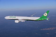 Primul Boeing 777-300ER in noul livery EVA Air