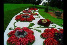 Çim Alan Çiçek ve Çiçekli Mini Çalılarla Desen - Taş Kombinasyonu Uygulamaları