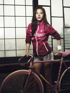 Fixed Gear Bicycle Bike Fixie Girls And Bikes Bicycle Women, Bicycle Race, Bicycle Girl, Urban Cycling, Biker Gear, Cycling Girls, Fixed Gear Bike, Bike Style, Cool Bikes