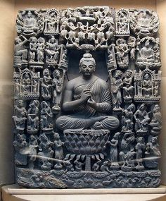 A small collection of photos that depict some of the beautiful works of Indo-Greek art and architecture produced in Buddhist Gandhara in the early centuries of the Common Era. The photos include sc… Lotus Buddha, Art Buddha, Buddha Buddhism, Ancient Art, Ancient History, Temple Indien, Alexandre Le Grand, Asian Sculptures, Little Buddha