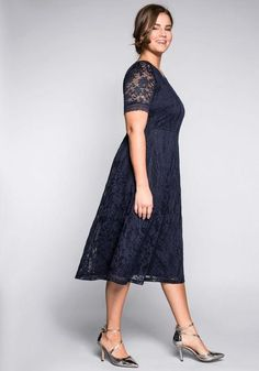 Abendkleid aus floraler Spitze – blau Short Sleeve Dresses, Dresses With Sleeves, Sheego, Fashion, Lace, Gown Dress, Blue, Gowns, Moda