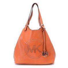 ?Website: www.cuteandstylis... ?Bag: Michael Kors Black Medium ��Miranda�� Bucket Bag