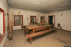 abandoned russian wooden home 8 Beautifully creepy abandoned wooden home (14 photos)