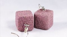 Orecchini pendenti a cubo rosa