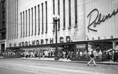 Photo. 1949-50. Chicago, Illinois. FW Woolworth - State at Quincy