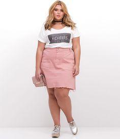 ESTAMOS COM UMA NOVA TABELA DE MEDIDAS, AGORA SOMOS CURVE & PLUS SIZE, CONFIRA ACIMA A TABELA DESTE ITEM.         Saia feminina Curve & Plus Size    Com barra desfiada    Marca: Ashua    Tecido: jeans    Modelo veste tamanho: 48        Veja outras opções de produtos    Ashua   .        Na Ashua, você encontra peças desenhadas especialmente para valorizar as suas curvas.Cada mulher tem seu estilo, seu corpo e sua forma de se sentir mais bonita. Umas chamam de Plus Size, mas nós pre...