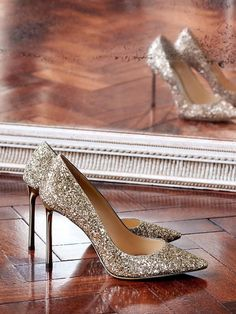 Jimmy Choo Romy 100 user Reviews and sizing at onlybestshoes.com. Discover best Jimmy Choo Romy 100 prices online. Glitter Heels, Gold Glitter, Jimmy Choo Romy, Pumps, Handbags, Shoes, Style, Fashion, Choux Pastry