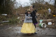 New York trick-or-treaters defy #Sandy to celebrate Halloween (Photo: Andrew Kelly / Reuters)