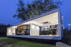 Tropical Eco-Friendly House by Alberto Zavala Arquitectos - architecture and design Architecture Résidentielle, Minimalist Architecture, Contemporary Architecture, Amazing Architecture, Green House Design, Modern House Design, Modern Houses, Modern Builders Supply, Eco Friendly House