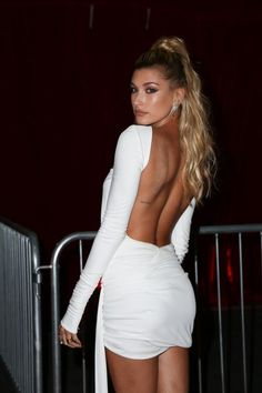 Celebrity Outfits, Celebrity Style, Hailey Baldwin Model, Top Transparent, Hayley Bieber, Night Outfits, Fashion Outfits, Model Training, Bikini Outfits