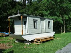 This looks like a swell boat Trailerable Houseboats, Small Houseboats, Boat Building, Building A House, Tiny Boat, Flat Bottom Boats, Shanty Boat, Temporary Housing, Plywood Boat Plans