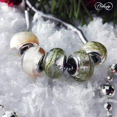 A visszafogott ékszerek kedvelőinek ilyen apró gyöngyöket is tudunk készíteni menyasszonyi csokrukból.