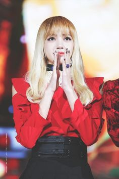 Your source of news on YG's current biggest girl group, BLACKPINK! Kpop Girl Groups, Korean Girl Groups, Kpop Girls, Cc Shoes, Dying Your Hair, Choi Siwon, Lisa Bp, Most Beautiful Faces, Blackpink Fashion