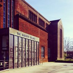 Hartley Library looking incredibly inviting in the sun #LoveSouthampton - At Hartley Library in Southampton, Hampshire