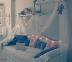 pretty dreamcatcher and fairy lights room