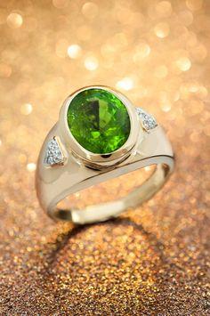 Les plus beaux bijoux sertis de pierres vertes véritables et pas chers chez Juwelo