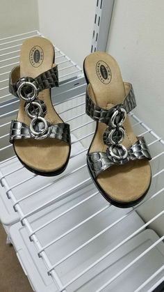 8979ed202f15d5 Scholls sandals size Shipped with USPS Priority Mail.
