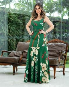 Long dress flowers has the perfect must have shape to compose the look du jour. Simple Dresses, Beautiful Dresses, Casual Dresses, Summer Dresses, African Dresses For Women, African Fashion Dresses, Long Gown Dress, Dress Skirt, Vestido Casual