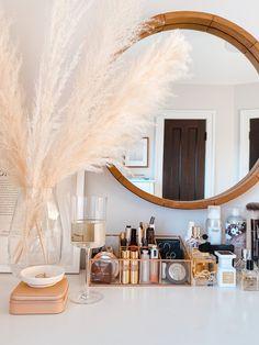 Home Series: Makeup and Vanity Organization — Shore Society Makeup Vanity Decor, Makeup Room Decor, Beauty Vanity, Diy Makeup, Beauty Desk, Boho Makeup, Makeup Vanities, Makeup Style, Decor Room