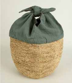 Tutorial CESTA JAPONESA   Navegando por Pinterest, encontramos una bolsa que combina la técnica de crochet, que tanto nos gusta, con la cost...
