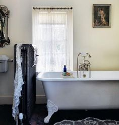 Pearl Lowe country home bathroom