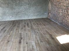Rénovation du sol d'une longère Normande Hardwood Floors, Flooring, Isolation, Garages, Tile Floor, Traditional Interior, Attic Spaces, Wood Floor Tiles, Wood Flooring