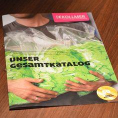 Für die Heinz Kollmer GmbH in Nürtingen haben wir rechtzeitig zum 50. Firmenjubiläum den neuen Gesamtkatalog konzipiert und gestaltet. Damit die kleinen Produkte der Kunststoff-Profis auch groß rauskommen, steckt in ihm auch nicht nur Information. Wir haben noch Emotion und spannende Fotos mit reingepackt. Wie das ausschaut? Klicken. Gucken. http://www.attacke-ulm.de/projekt/heinz-kollmer-gmbh.html