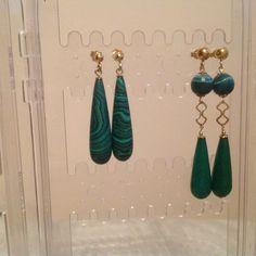 Orecchini in pietra dura malachite, radice di smeraldo. Argento 925 dorato