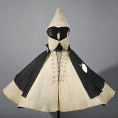 Spanish riding coat and hood belonging to Stephen III. Praun (1544-1591), 16th century,  wool felt, natural, ornaments silk, silk velvet lining, blue-green, measurements: Jacket: H. 75 cm, W. 128 cm, 96 cm T., Hood: H. 58 cm, W. 30 cm, 38 cm T. Germanic National Museum.