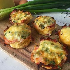 These tasty and oh so easy ham and egg cups are the perfect way to start your day. Breakfast Burger, Breakfast Recipes, Keto Protein Shakes, Simply Keto, Keto Burger, Keto Calculator, Ham And Eggs, Low Carb Veggies, Egg Cups