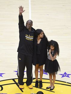 Kobe Bryant scores 60 points and wins final game with LA Lakers Kobe Bryant Family, Kobe Bryant 24, Byron Scott, Kobe Bryant Daughters, Kobe Bryant Quotes, Kobe Bryant Pictures, Vanessa Bryant, Lakers Kobe Bryant, Kobe Bryant Black Mamba