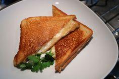 Cuisine-facile.com : Grilled cheese : Le 'grilled cheese', est un classique de la restauration nord américaine, c'est un simple mais très gouteux sandwich au fromage.Peut-être un peu la version américaine du croque-monsieur.