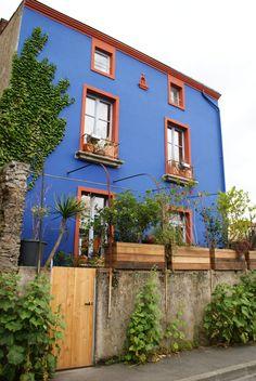 Les maisons colorées de Trentemoult site, situé en aval du Port de Nantes, sur la rive gauche, ancien village de pêcheur . Ce site vaut par sa couleur, son pittoresque et sa vue sur le fleuve et  la ville de Nantes