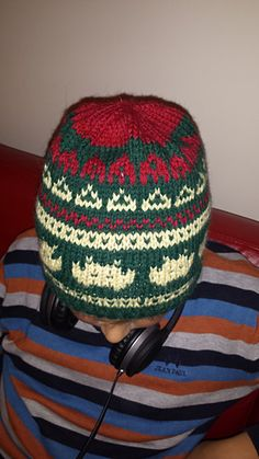 November: time for nostalgic computer games from the 90-ies. Two hats inspired by Space Invaders and Pac-man, knitted as a Mariuslue. I borrowed Pac-man pattern from Maja V. Rød changing the colour...