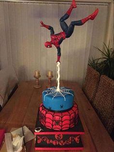 recette gravity cake pour petit garçon idée décoration gâteau suspendu avec Spiderman #recette #recipe #cake