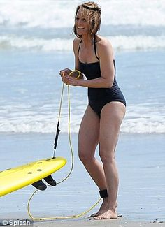 Celebrities showing that you don't have to ditch the bikini over 40 Helen Hunt, The Bikini, Bikini Babes, Beautiful People, Beautiful Celebrities, Naomi Watts, Photo Hosting, Tall Women, Halle Berry