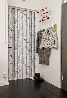 Find painted door hacks and diy ideas for ugly interior doors. Check out these DIYs to hack your ugly interior doors. From painted to taped to wallpapered and everything in between, find a solution for an ugly interior door on domino. Wardrobe Doors, Closet Doors, Porta Diy, Diy Tapete, Wallpaper Door, Interior Wallpaper, Purple Wallpaper, Wallpaper Online, Decoration Entree