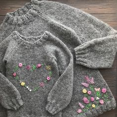 Best 11 Image may contain: 1 person – Salvabrani – Page 368169338285387726 – SkillOfKing. Knitwear Fashion, Knit Fashion, Knitting For Kids, Baby Knitting Patterns, Cute Toddler Girl Clothes, Designer Baby Clothes, Embroidery On Clothes, Fingerless Mittens, Clothing Hacks