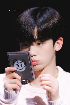 "𝐲. on Twitter: ""190908 사실 아긔입니다 #♡ #김요한 #X1 #YOHAN… "" A Love So Beautiful, Beautiful Asian Girls, Yohan Kim, Boyfriend Photos, Korea Boy, Boy Idols, Pop Photos, Romance, Wattpad"