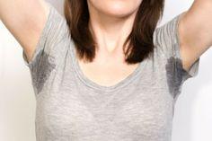 Zweet- of deodorantvlekken Mix water met evenveel citroensap en laat het kledingstuk meerdere uren drogen in de zon...