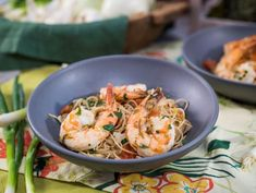 "Quick Onion and Garlic Shrimp with Pasta (Spring Ahead) - Sunny Anderson, ""The Kitchen"" on the Food Network. Healthy Pasta Recipes, Shrimp Recipes, Fish Recipes, Delicious Recipes, Healthy Food, Recipies, Shrimp Dishes, Pasta Dishes, Kitchen Recipes"