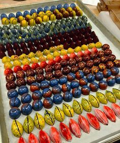 Chocolate Bonbons at Chocolate Work, Luxury Chocolate, Chocolate Brands, Chocolate Shop, Chocolate Molds, Chocolate Truffles, Chocolate Lovers, Chocolate Candy Recipes, Homemade Chocolate