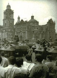 Zocalo en 1968, donde parte del ejercito y granaderos esperaban a los estudiantes de la marcha del 68