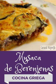 Musaca griega, musaca de berenjenas. Ingredientes: Bechamel, 200 grs de carne de ternera picada, 200 grs de carne de cerdo picada, 125 grs de patatas, 200 grs de berenjenas, 250 grs de tomate triturado, 1 cebolla, 1 diente de ajo,1 hoja de laurel, 70 grs de queso kefalotiri (o parmesano), aceite de oliva, perejil, menta, orégano, sal y pimienta. #greekfood #recetas #recetasgriegas #berenjenas #recetasdelmundo No Salt Recipes, Greek Recipes, Eggplant Recipes, Eggplant Zucchini, Minced Beef Recipes, Vegetarian Recipes, Cooking Recipes, Middle Eastern Recipes, Savoury Dishes