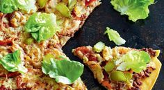 PIZZA IN THE STYLE OF A BIG MAC - pizza recipe easy Big Mac Pizza, Pizza Recipes, Avocado Toast, Easy Meals, Healthy Eating, Diet, Homemade, Cooking, Breakfast