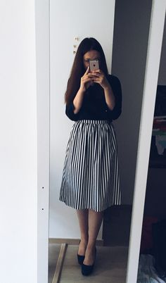 Super fashion black and white stripes simple 68 ideas Lena Mode Outfits, Skirt Outfits, Trendy Outfits, Dress Skirt, Midi Skirt, Muslim Fashion, Modest Fashion, Fashion Dresses, Trend Fashion